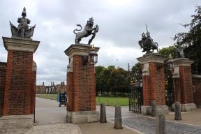 Hampron Cout Palace entrance