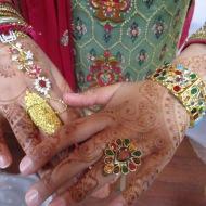 Bride's sister's hands